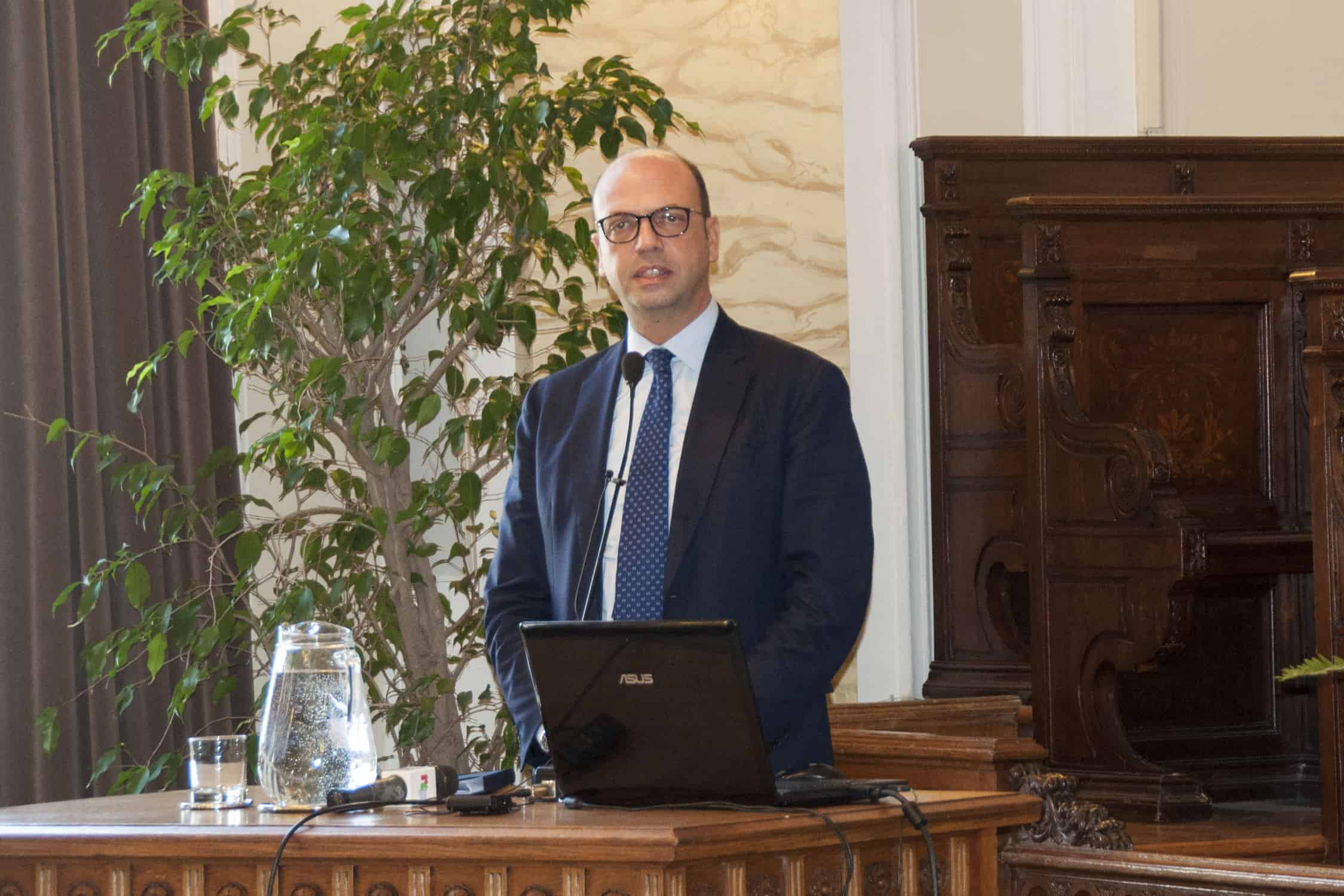 "Alfano in visita all'UniMe: ""Il governo abbatterà le tasse universitarie"""