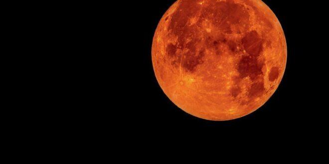 """La """"Super"""" eclissi di Luna"""