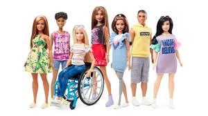 Barbie rompe gli stereotipi, da adesso anche curvy e in sedia a rotelle