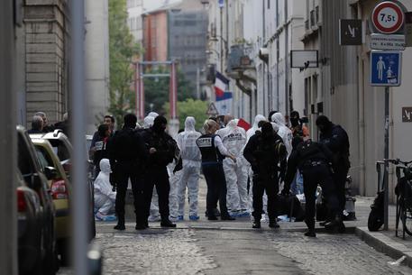 Francia: pacco bomba esploso a Lione. Si indaga per Terrorismo