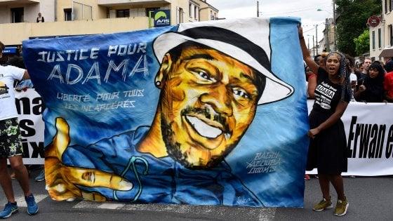 20 mila in protesta a Parigi: il caso Floyd rievoca la morte di Adama Traoré