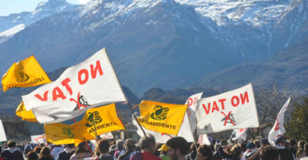 Manifestanti No Tav in Val di Susa