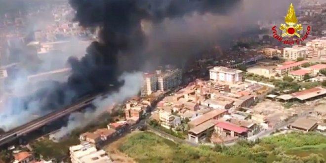 Messina e la Sicilia bruciano. Numerosi gli interventi di vigili del fuoco e della forestale