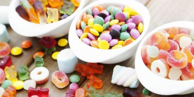 Biossido di titanio: EFSA lancia l'allerta per l'additivo presente in chewing-gum e dentifrici