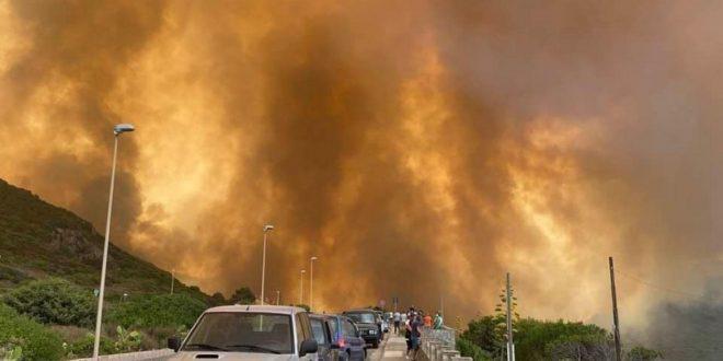 La Sardegna brucia: fiamme che hanno corso per 50 chilometri